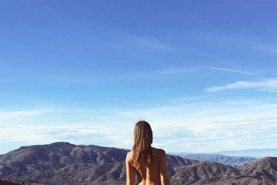 Photographer Attracts 120,000 Instagram Followers With Her Nude Self-Portraits Taken Across the Globe [NSFW]