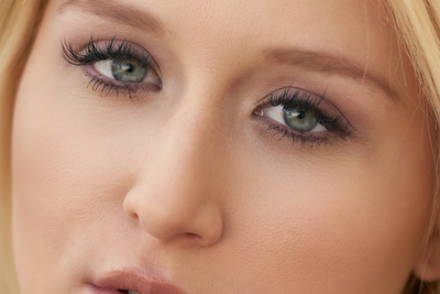 How to Open Eyes Through Retouching