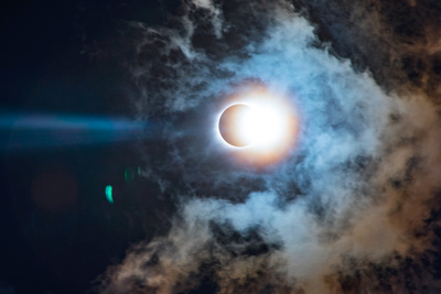 Check Out This Gorgeous Eclipse Time-Lapse Video and Learn How It Was Filmed
