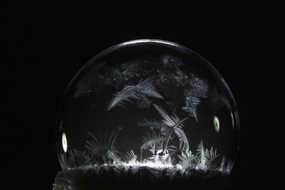 Incredible Footage of Soap Bubbles Freezing in Winter Weather and How to Do It Yourself