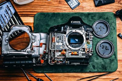 Watch as a Photographer Unnervingly Cracks Open a $6,000 Camera