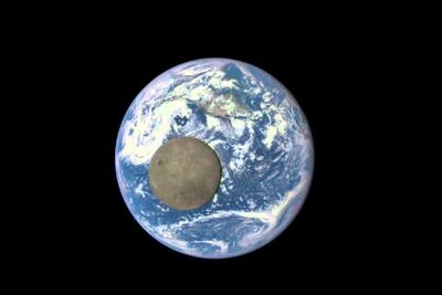 """DSCOVR Spacecraft Captures """"EPIC"""" Photographs of The Dark Side of The Moon"""