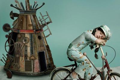 [Photos] Gaby Herbstein's Awe-Inspiring Sets Made From Garbage