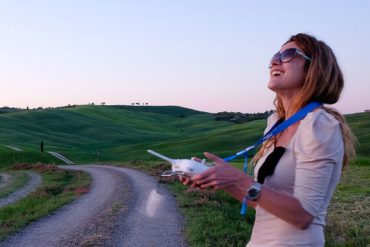 Phantom 3 Review - Gaia flying the Phantom 2 in the fields of Tuscany