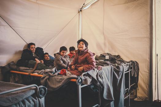 kids refugees on beds