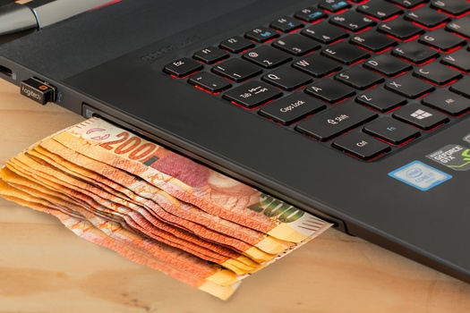 Some people say that computer-based shopping sprees are the leading cause of money leakage among photographers.