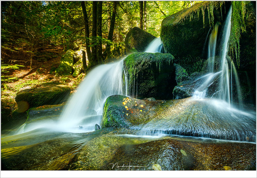 A secret, hidden valley in France, where dozens of small waterfalls can be found. Perfect for long exposure. Because it is in a forest, you often don't need a dark ND filter. (Canon EOS 5D mark IV + EF16-35L @ 16mm | ISO100 | f/10 | 1.3sec with Lee 0,9ND