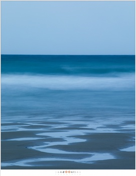The North Sea at Opal Coast, shot with a long exposure to make the image a bit abstract. I did not use a ND filter because it was twilight already. (EOS 5D mark IV + EF70-200L @ 200mm | ISO50 | f/22 | 8 sec without any ND filter)