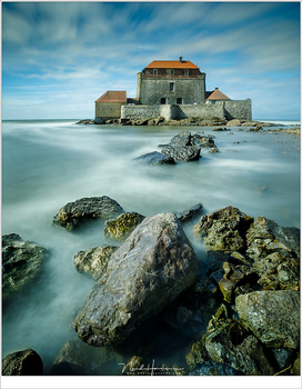 Mahon Castle, also know as the castle of Ambleteuse, in France. I wanted to catch the incomming tide with a bit of movement in the water. A ten stops ND filter was perfect for this (EOS 5D mark IV + EF16-35L @ 16mm | ISO100 | f/16 | 30 sec with Lee Big St