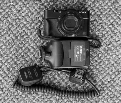 Minamalist off-camera lighting. A Sony RX100MII, Meike MK320 and cable.