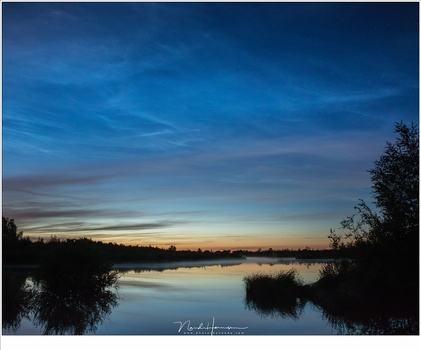 Almost one and a half hour after I shot tthe beautiful twilight colors, there were weak traces of bluish white clouds high in the sky. But I do not believe these are noctilucent clouds. Perhaps lower cirrus clouds? (EOS 5D4 + 24mm | ISO3200 | f/5,6 | 5 se