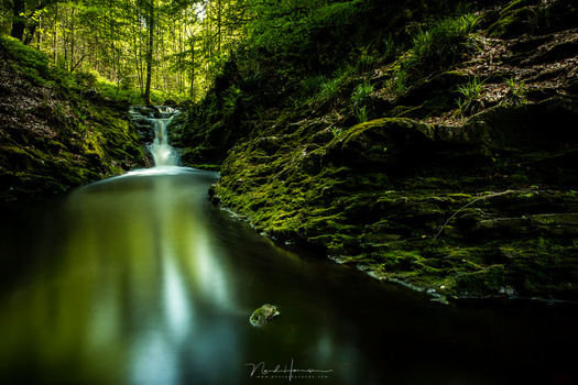 Looking at the color landscape photo, the small waterfall is something that catches our eye. But the bright reflections are also attracting attention. Somehow the photo does not have the impact it was expected when photographing the scenery. Finding out w
