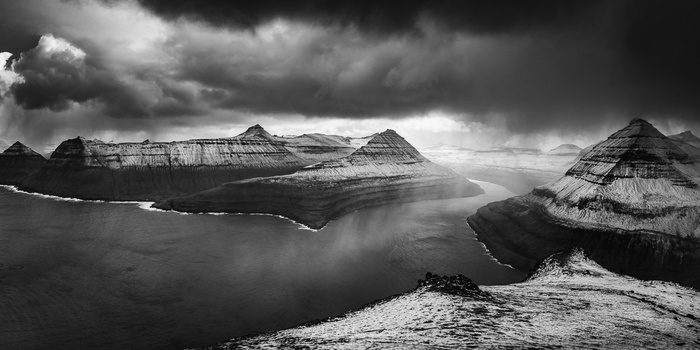Landscapes in black and white is something most of us ignore. We love to see colors in our landscape photography, showing us the beautiful colors of a sunrise or sunset. Even if we prefer colors, a black and white conversion can help when processing the p