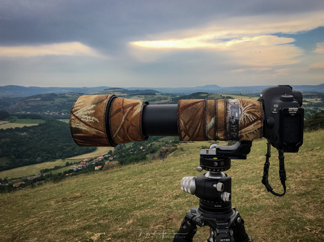 If you need a longer focal length, you can choose for a 100-400mm lens, or a fixed focal length for a large aperture. In this example you see a 150-600mm lens by Sigma, which zoom range is very versatile for many sports, or wildlife and birds for that mat