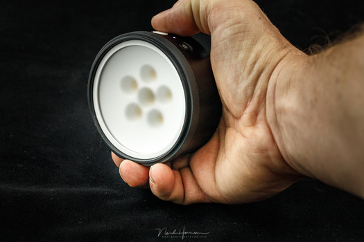 The Profoto C1 Plus is small enough and fits right into your hand. The build is very good, and the rubber on the back gives it enough grip.