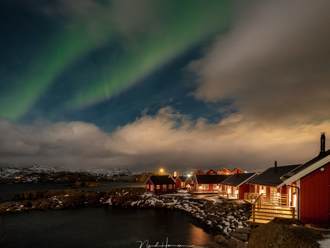A glimpse of northern lights (23mm, ISO1600, f/4, 5s, from tripod)