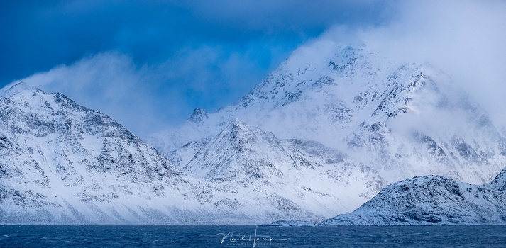 The winds of the Polar Low over Haukland beach (250mm, ISO200, f/5.6, 1/500s, Haida CPL, handheld)