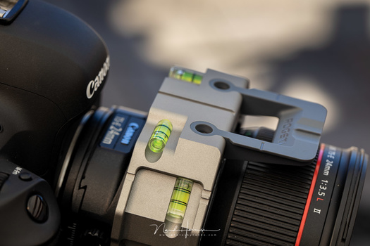 The Rogeti TSE adapter had a lot of spirit bubbles for easy levelling the camera in any angle.