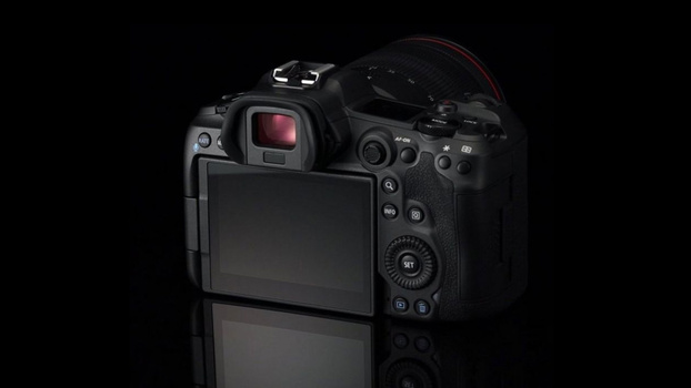 Canon EOS R5 touchscreen photo