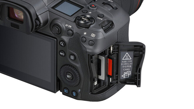Canon EOS R5 card slots photo
