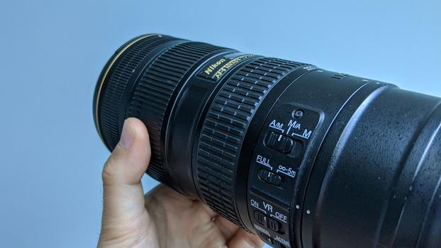 Manual focus using lens