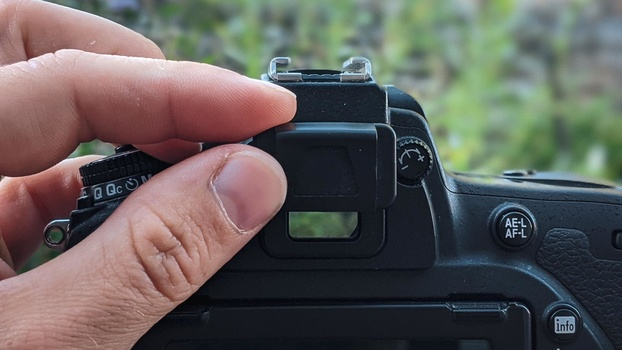 Viewfinder cap slotted into place
