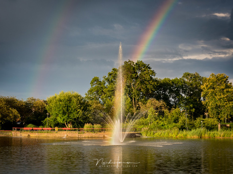 Capturing a rainbow in the sky, and in the fountain (MZuiko 12-40mm @ 34mm, ISO400, f/11, 1/125)