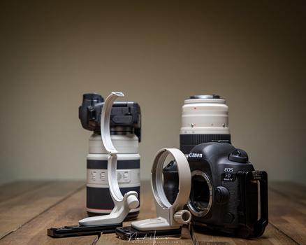 The tripod ring can be removed without taking the lens from the camera. When removed, there is no empty space on the lens.