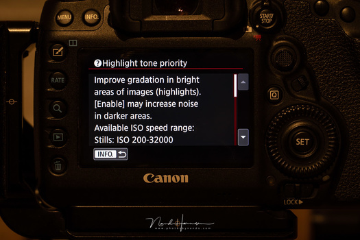 The help function explains what the D+ highlight tone priority does, and warns about increased noise levels. This is a screenshot from the Canon EOS 5D mark IV
