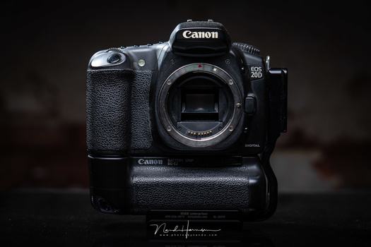 This is the Canon EOS 20D; the camera I bought in 2005, and used for many years with much enthousiasm