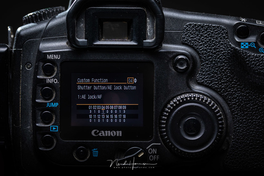Although there was no dedicated back focus button, it was possible to address the asteriks button for autofocus. This possibility was not commonly known, back in 2005.
