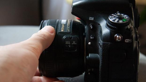 Adjusting focus ring on camera