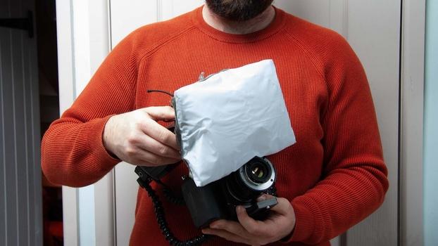 Inflatable soft box diffuser on flash gun