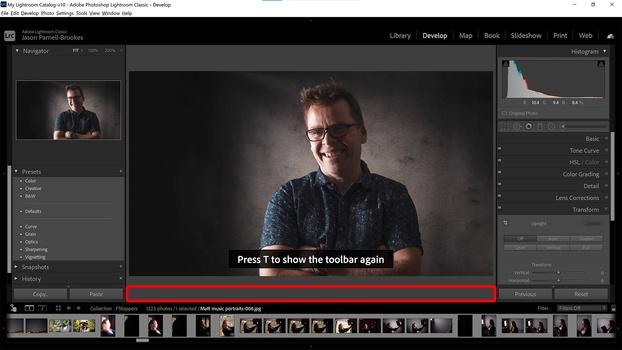 Hide/show the toolbar in Lightroom