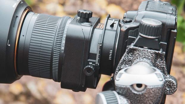 Negative shift on tilt shift lens