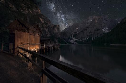 The lake dock by Luis Cajete