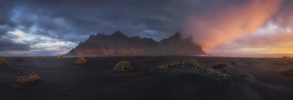 Sunrise in dreams. by Juan Romero Salamanca