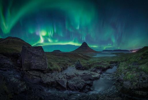 Auroras over Magic hat. by Juan Romero Salamanca