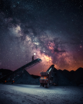 Ground Control to Major Tom by GARY CUMMINS