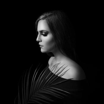 Moody black and white portrait of Niya by Dilyana Hezhaz