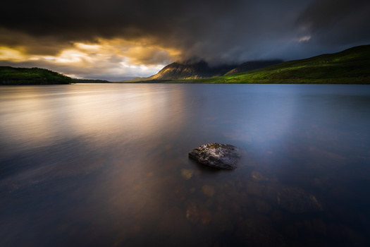Lough Inagh by RYSZARD LOMNICKI