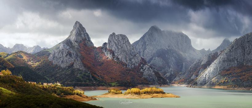 Gilbo peak by Jose Luis Llano