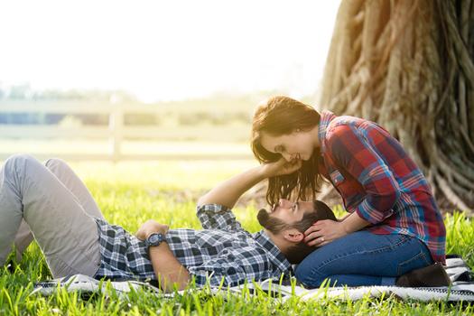 Romantic touch - Engagement Session