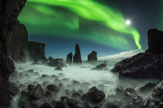 [ … back light ] by Raymond Hoffmann