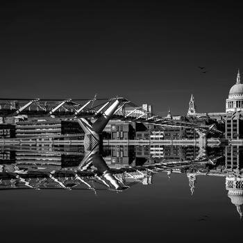 Millennium Bridge by Lee Pelling