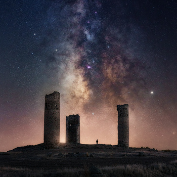 Feeling small by Juan Yelin