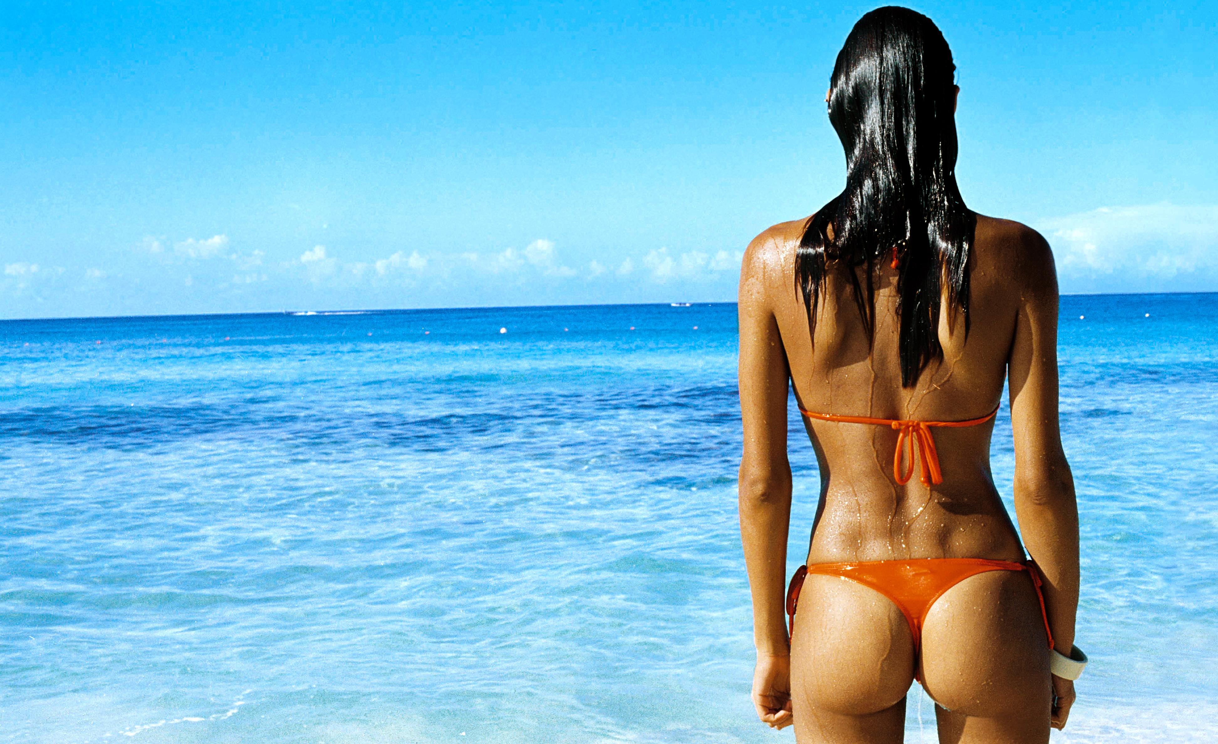 Картинки девушек в бикини со спины, порно видео скоростная секс машина