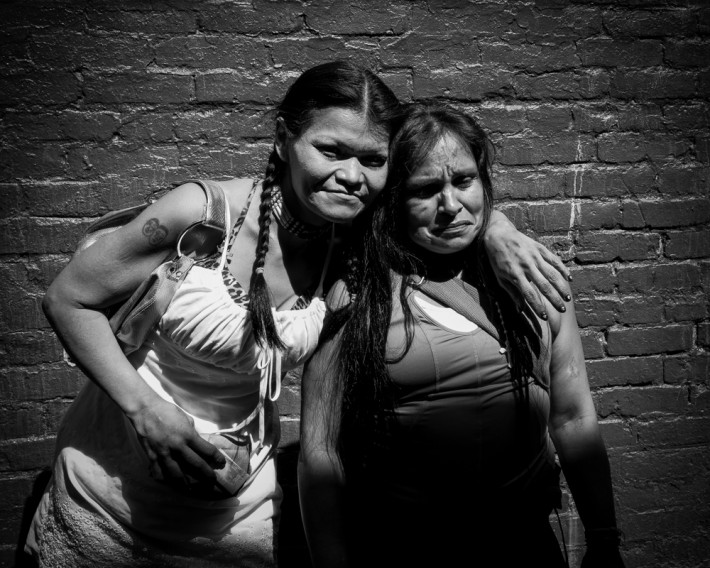 2-girls-alley-Vancouver1000px