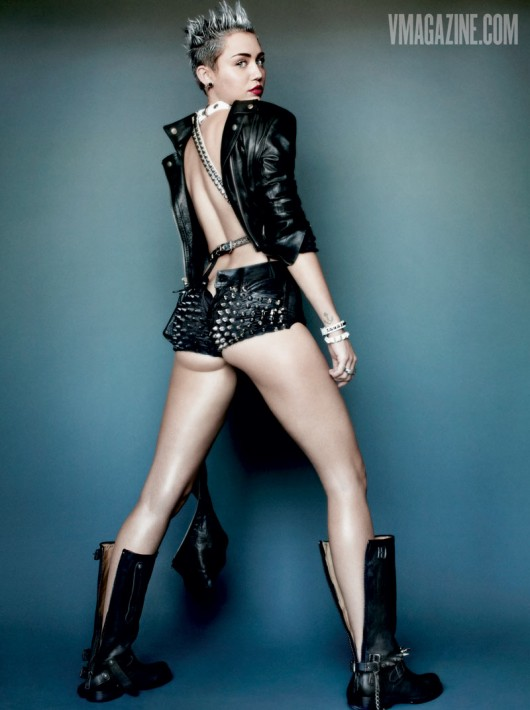 Behind The Scenes Of Miley Cyrus Racy Photoshoot For V -1297