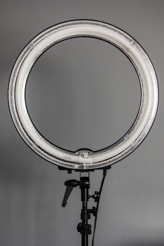 fstoppers-dimmable-ring-light-11
